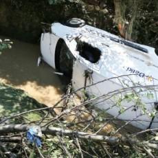 le-ruisseau-s-est-transforme-en-torrent-des-voitures-ont_1970426_800x400